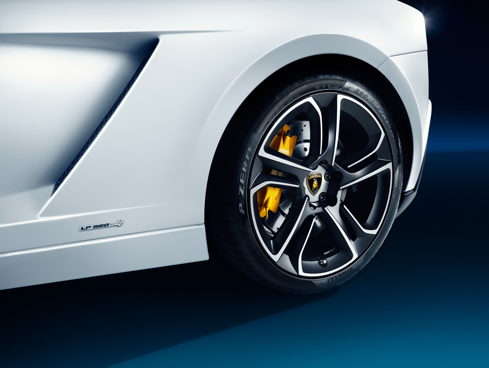 migs-foto-cgi-hong-kong-car-automotive-photography-photographer-lamborghini-gallardo-lp560-4-white-photoshoot-carshoot-rear-wheel-detail-2K