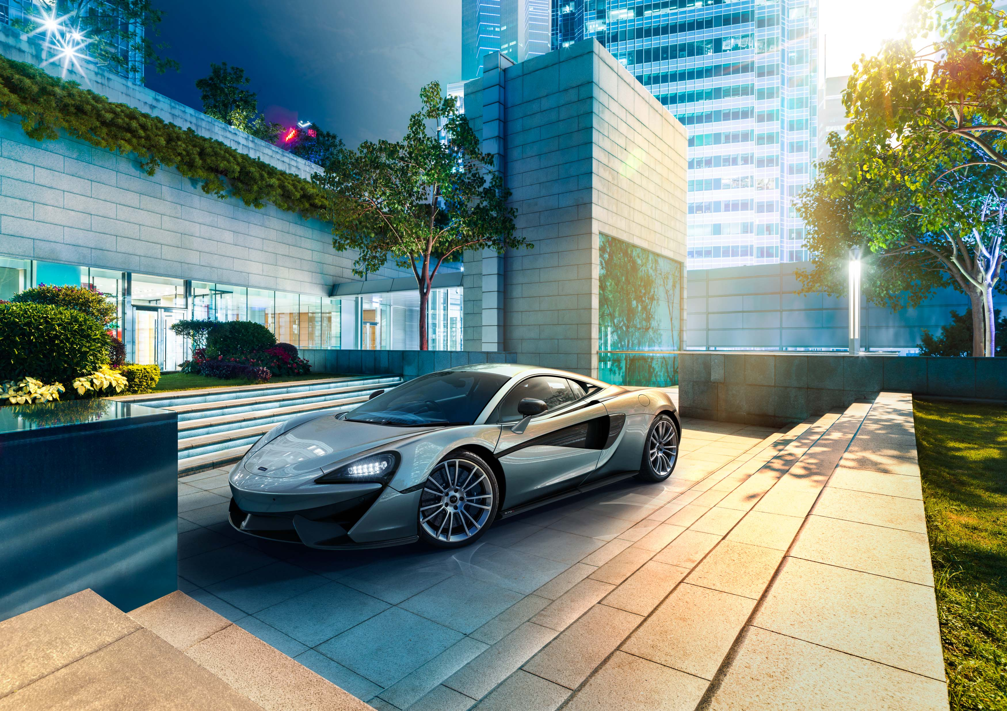migs-foto-cgi-photographer-automotive-car-hong-kong-michael-lee-advtertising-commercial-photography-McLaren-570S-Silver-Front-3q