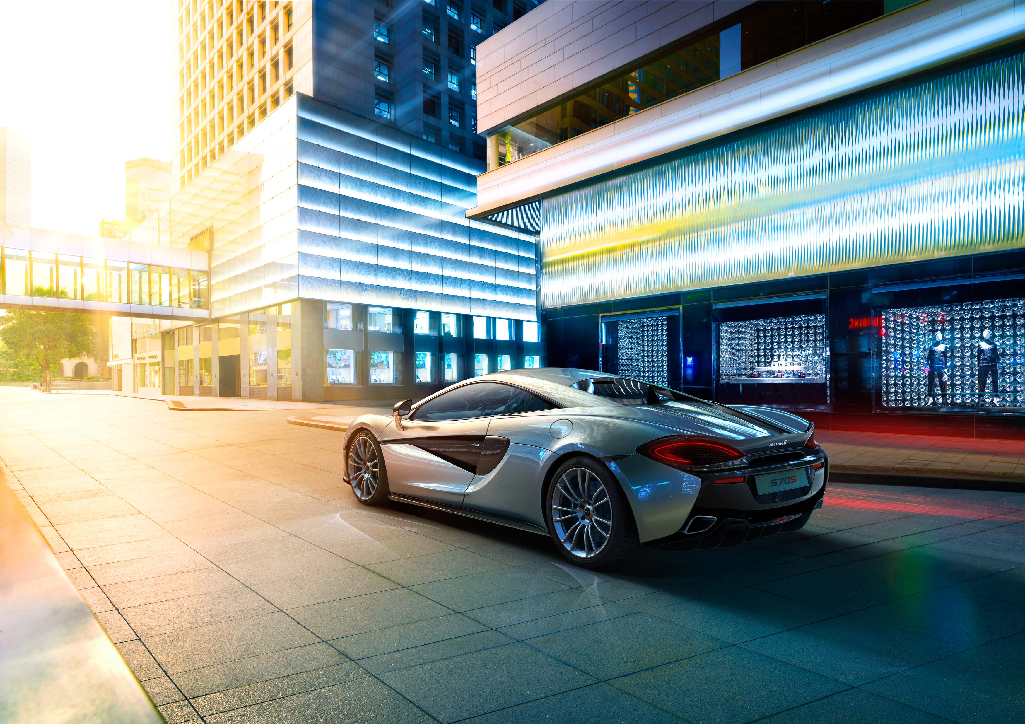migs-foto-cgi-photographer-automotive-car-hong-kong-michael-lee-advtertising-commercial-photography-McLaren-570S-Silver-Rear-3q