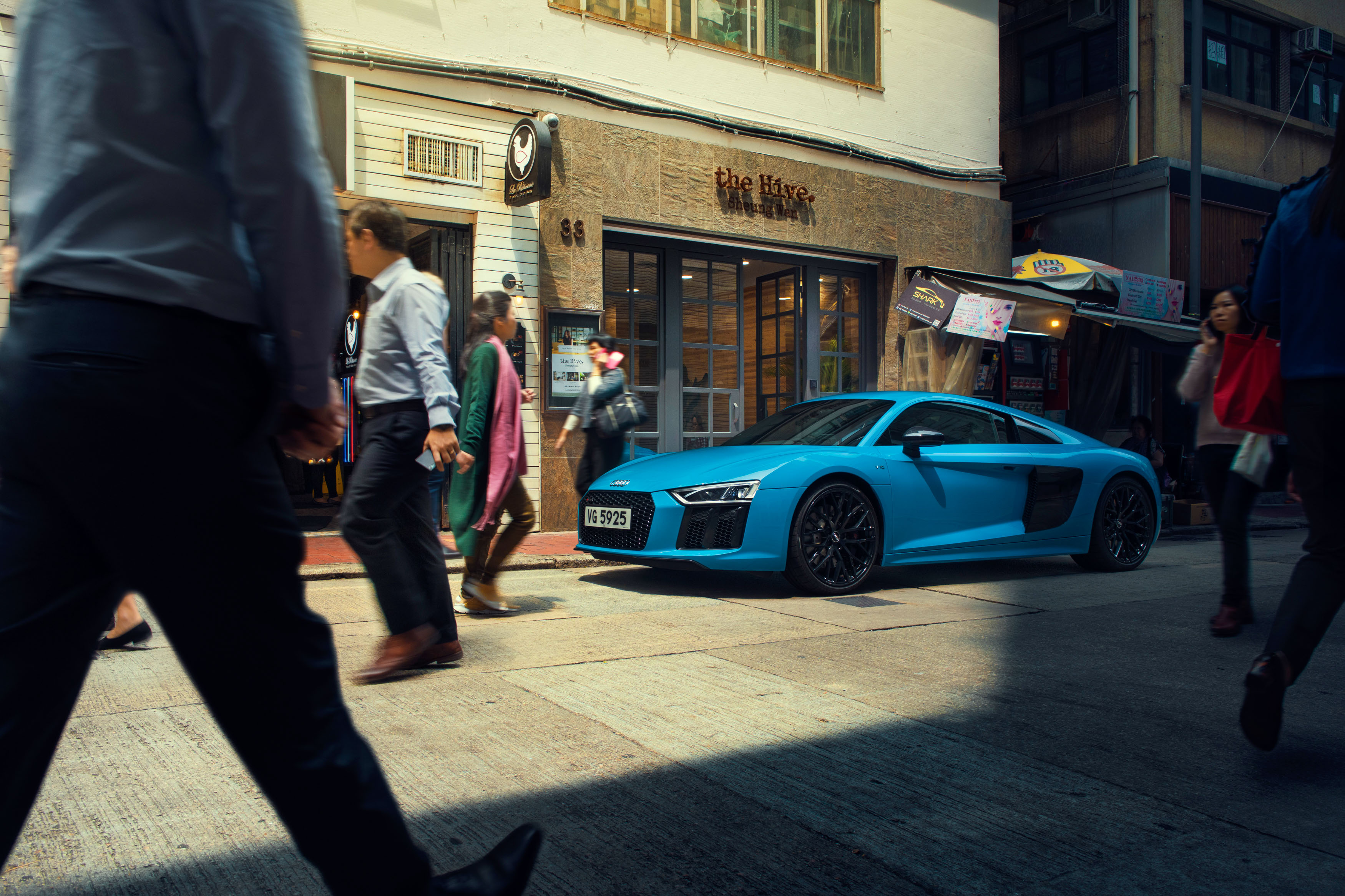 migs-foto-cgi-photographer-automotive-car-hong-kong-michael-lee-advtertising-commercial-photography-audi-r8-smurf-blue-2018MIGSLimitedAudiHKR8-visual1_v02