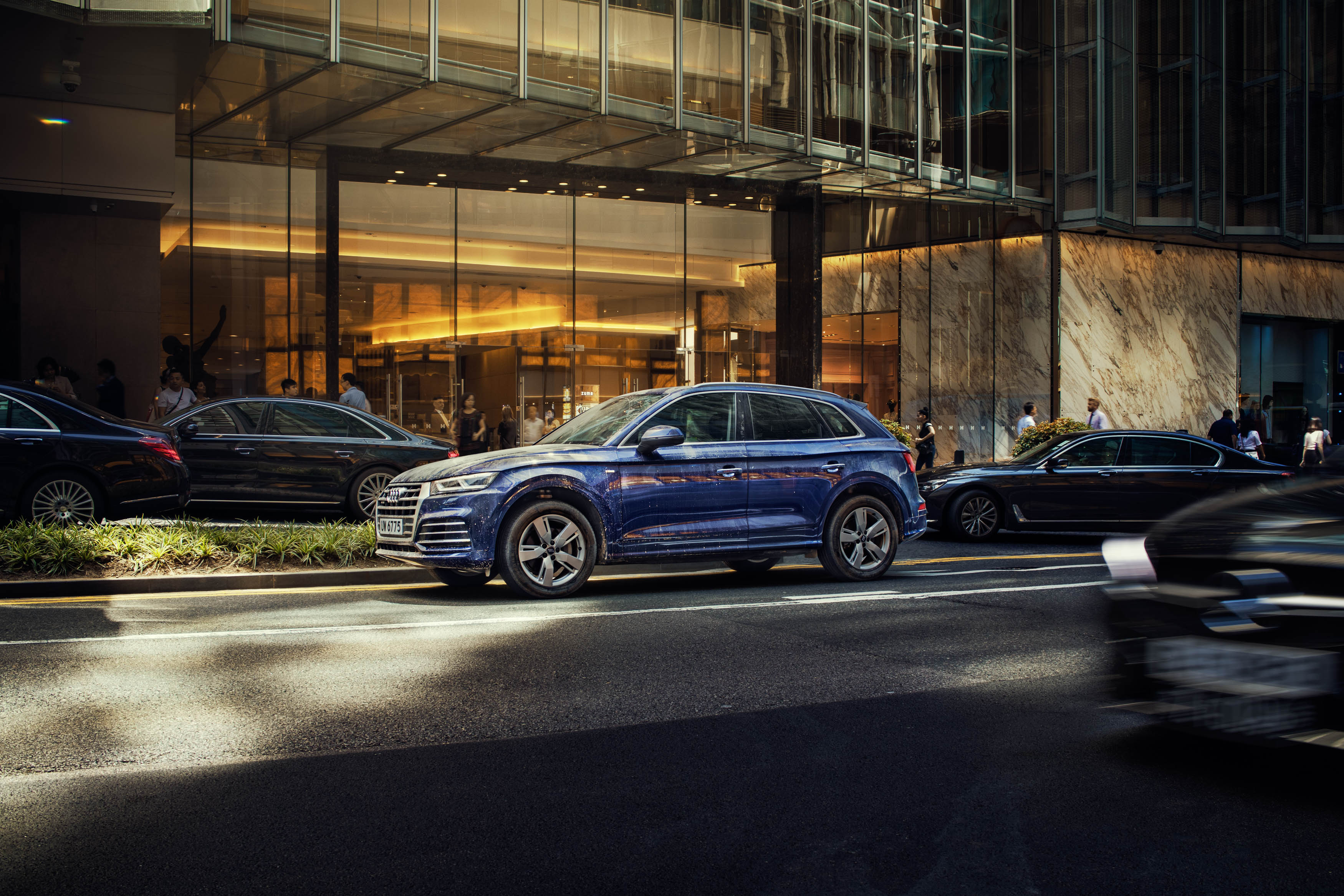 migs-foto-cgi-photographer-automotive-car-hong-kong-michael-lee-advtertising-commercial-photography-audi-r8-smurf-blue-2018MIGSLimitedAudiQ5-visual1_f01